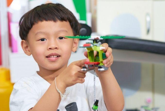 10 Jenis Mainan Populer untuk Anak Laki-Laki