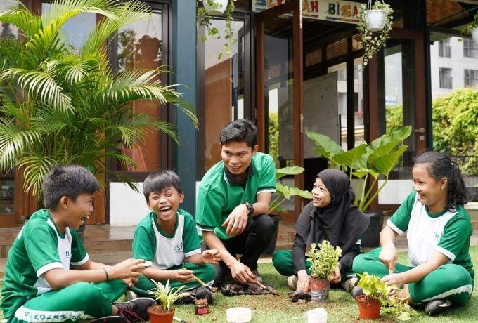 Jalin Hubungan Baik dengan Tuhan, Sesama, dan Semesta Melalui Green Ramadan