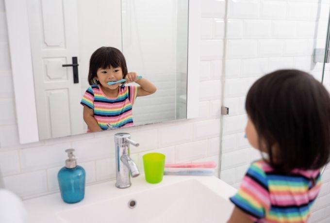 Pentingnya Mengajari Si Kecil Merawat Kesehatan Gigi Sejak Dini